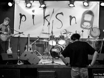Piksna_-_koncert_ob_izidu_prvega_albuma_Kolaz__31